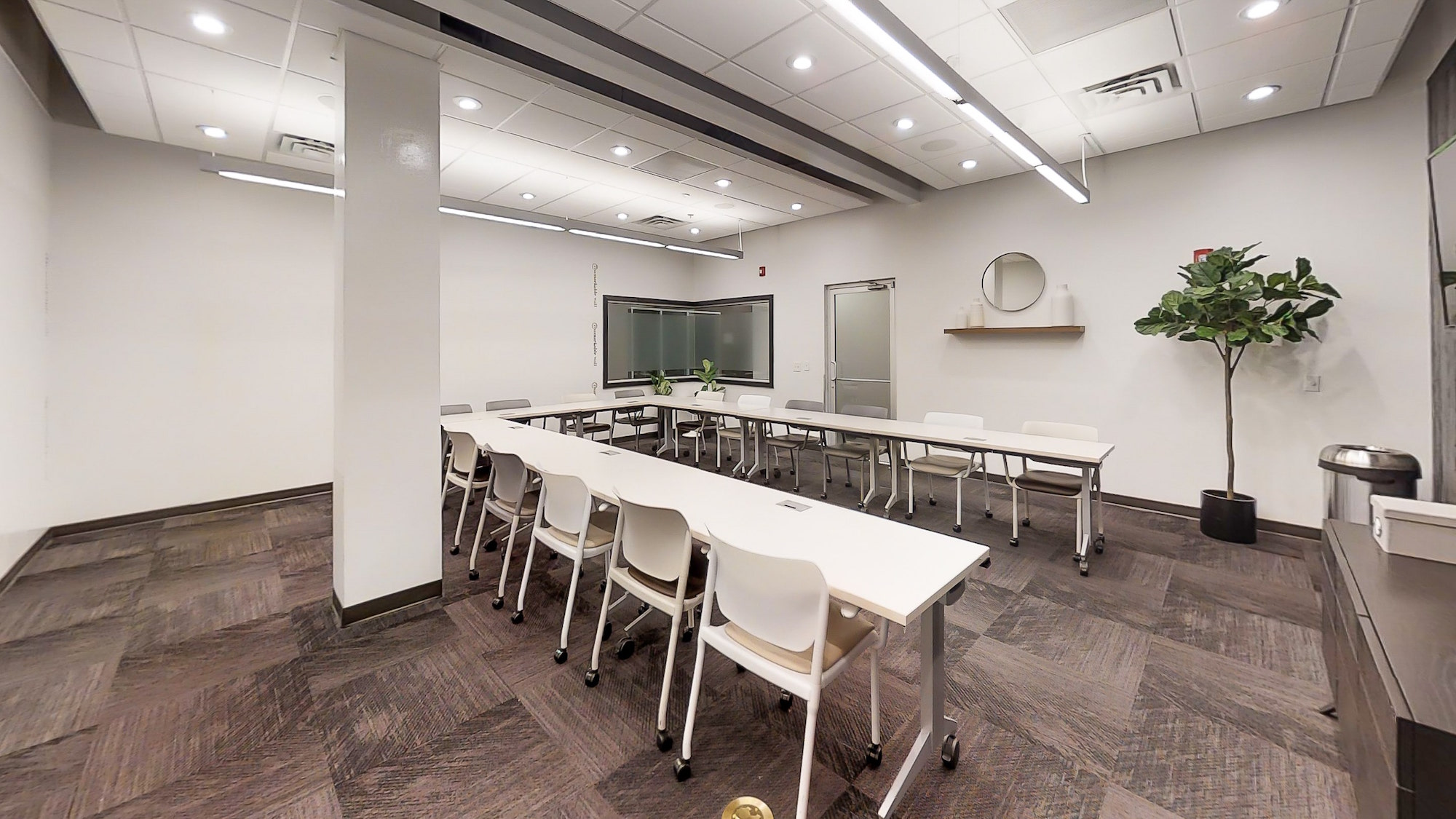 Frosted window and innovative design in Atlanta meeting room