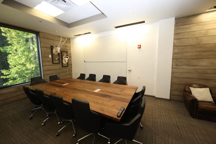 alpharetta meeting room Fee to rent the space: auditorium $350 120 conference room $400 both  the  capacity for the 120 conference room is 104 (but can vary depending on.