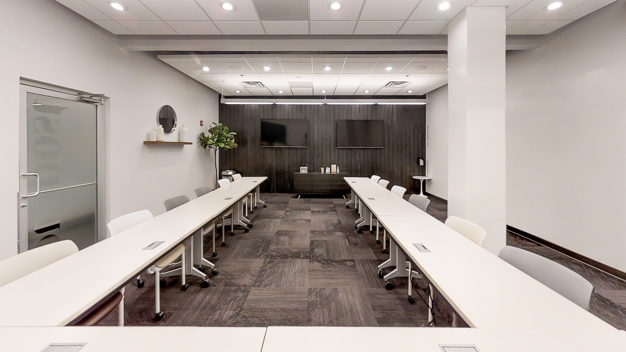 Ushape seating and two LED screens in meeting room at Roam Galleria