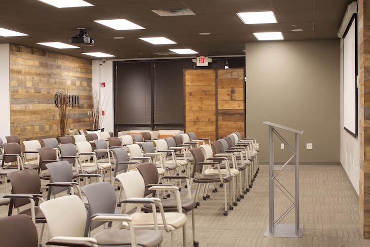 Find A Conference Room Or Meeting Space Roam Innovative