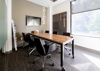 Hourly meeting room with natural light